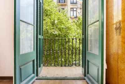 Sunny apartment in Eixample
